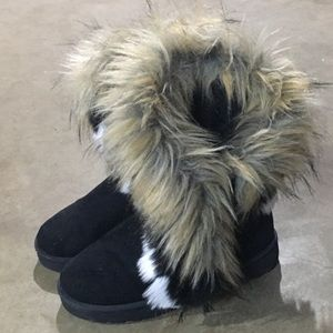 Shoes - Fuzzy boots never worn